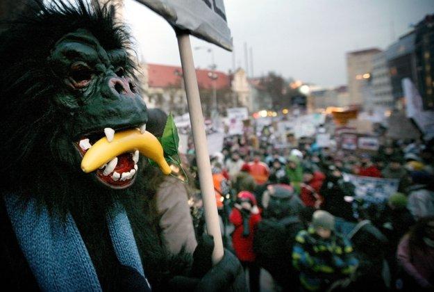 Protesty Gorila proti previazaniu politiky a finančných skupín. FOTO SME - TOMÁŠ BENEDIKOVIČ