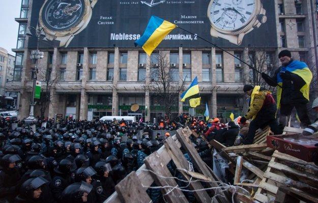 Ukrajinci sa vzbúrili proti odklonu od európskeho smerovania, stáli sme spolu s nimi na námestí v Kyjeve. FOTO SME - VLADIMÍR ŠIMÍČEK