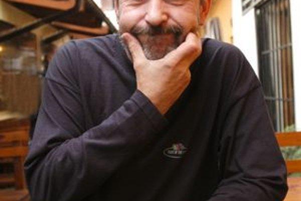 Z humoristu spisovateľ. Rasťo Piško sa našiel v literárnej tvorbe.
