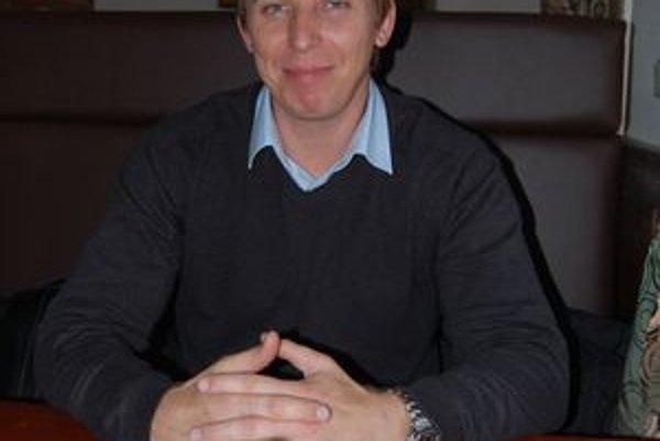 Popradčan Štefan Pčola. Vrhol sa aj do politických vôd. Okrem poslanca v mestskom zastupiteľstve sa uchádzal aj o poslancovanie v PSK a primátorovanie v Poprade.