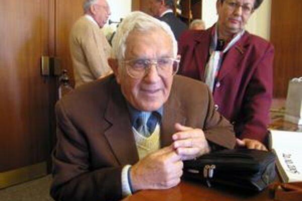 Yehuda Lahav. Známy novinár ako jediný z rodiny prežil holokaust.
