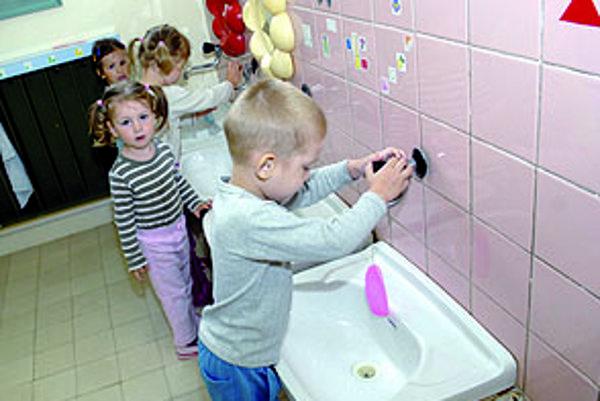 Najlepšie je vidieť. Budúcu škôlku pre svoju ratolesť si choďte pozrieť, všimnite si priestory aj zariadenie.