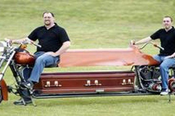 Prvý pohrebný motocykel.