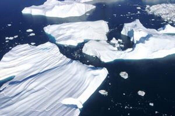 Voda a ľad. Jazerá zamŕzajú zhora nadol.