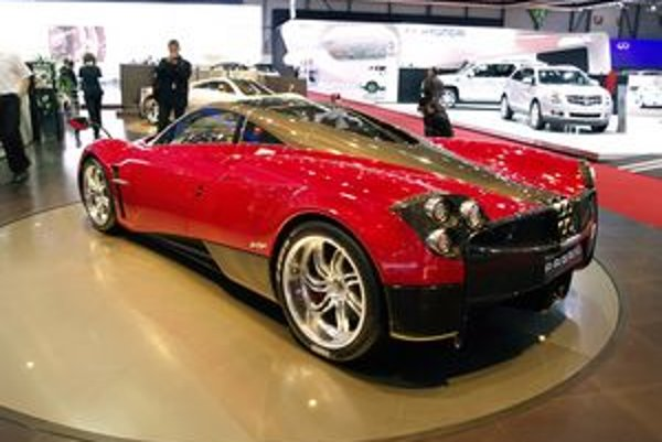 Pagani Huayra. Superšportový automobil Huayra je výrobkom malej talianskej firmy Pagani.