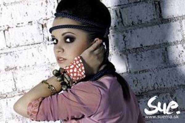 Herečka z Paneláka začala spievať. Prešovčania si jej debutovú pieseň môžu vypočuť v pondelok v kine Scala.