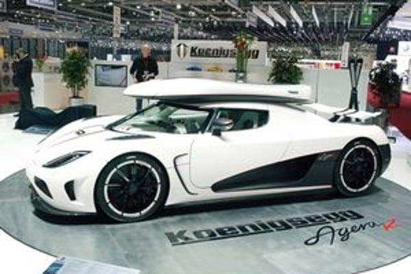 Superšportový Koeinigsegg Agera. Na pohon vozidla slúži päťlitrový osemvalec, ktorý vyvinula samotná firma Koenigsegg.