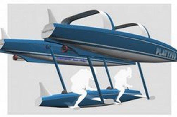Rekreačné plavidlo Platypus. Platypus je katamaran s dvoma plavákmi, medzi ktorými je gondola, ktorá sa ponára do vody.