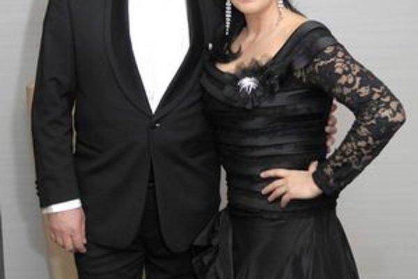 S manželom. Dvojica je aj po 20 rokoch zaľúbená ako na začiatku vzťahu.