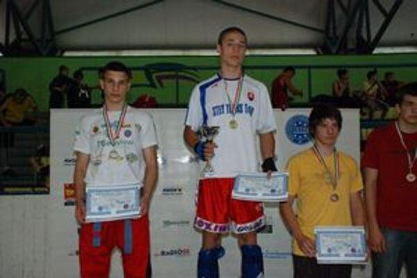 Zlato zo Szegedu. Na najvyššom stupienku stál Viliam Vanta po víťazstve v light kontakte do 69 kg.