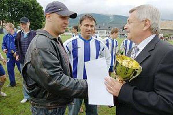 Rozpačité oslavy. V Hrabušiciach sa včera oslavoval postup, no futbalová budúcnosť klubu je na vážkach.