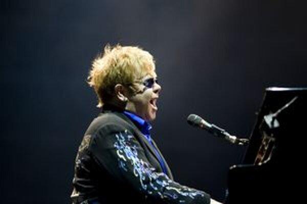 Elton John dnes vystúpi v košickej Steel Aréne.
