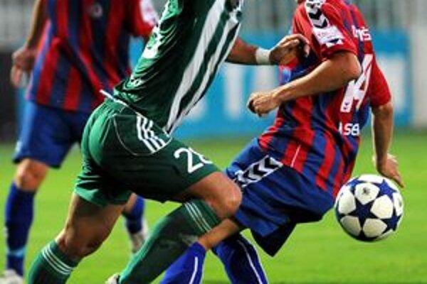 Tomáš Josl vyzlieka zeleno-biely dres Tatrana.