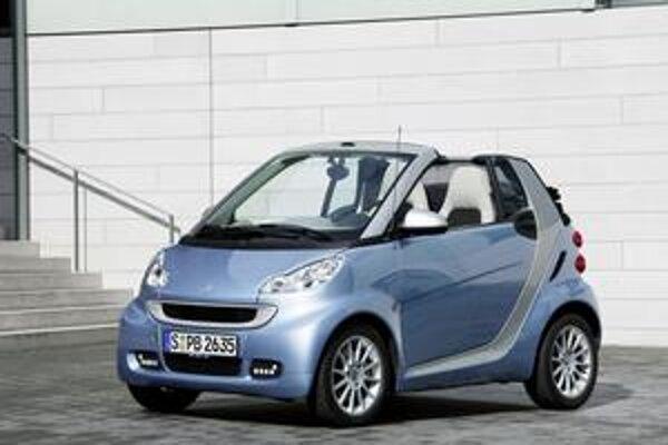 Modernizovaný Smart. Nicolas Hayek, ktorý je otcom myšlienky mikroautomobilu, sa modernizovanej verzie nedožil.