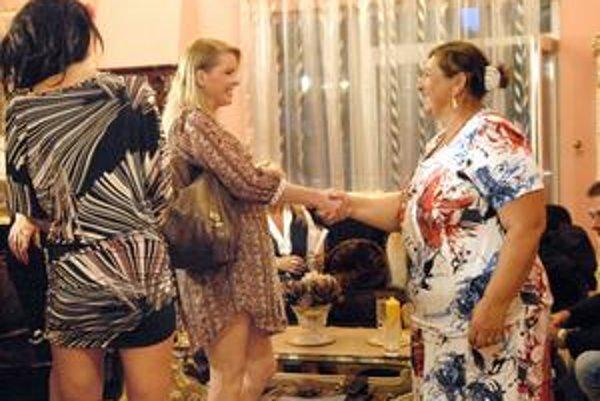 Kde sú nohavice? Iveta asi chcela byť na nakrúcaní relácie za sexicu, no nešťastné minišaty jej nepomohli.