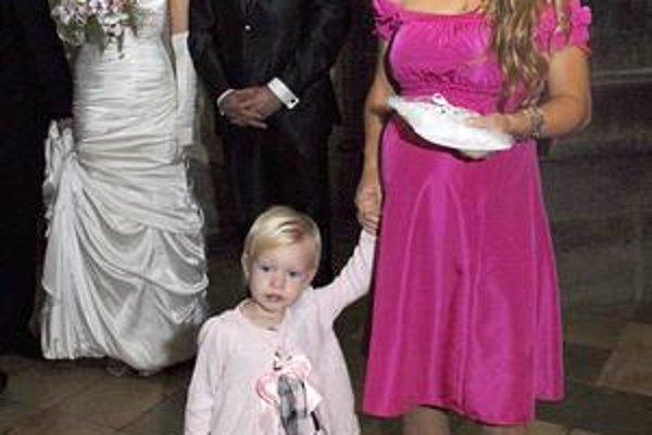 Trebuľova dcéra. K jej dcére Laure (vľavo) by mal za mesiac pribudnúť aj syn Janko.