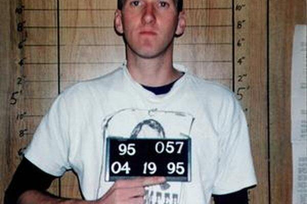 Timothy McVeigh. Viedla ho pomsta za smrť sektárov.