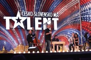 Cimbalovka. Silvayovci hrávajú na tradičných nástrojoch modernú hudbu.