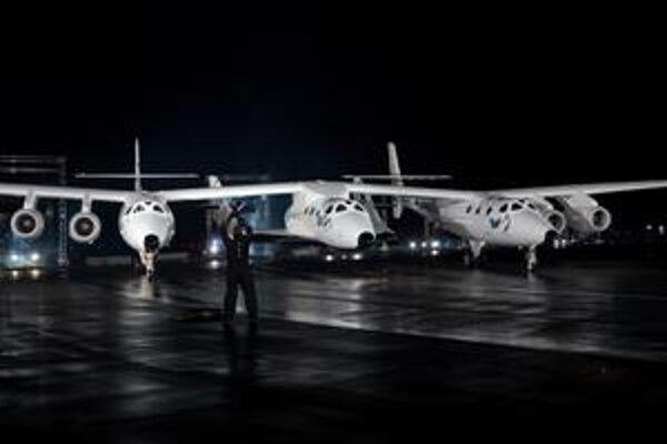 """SpaceShip Two, čiže vesmírna loď číslo dve. Loď je prvou vesmírnou loďou, určenou na suborbitálne """"výlety"""" do vesmíru."""