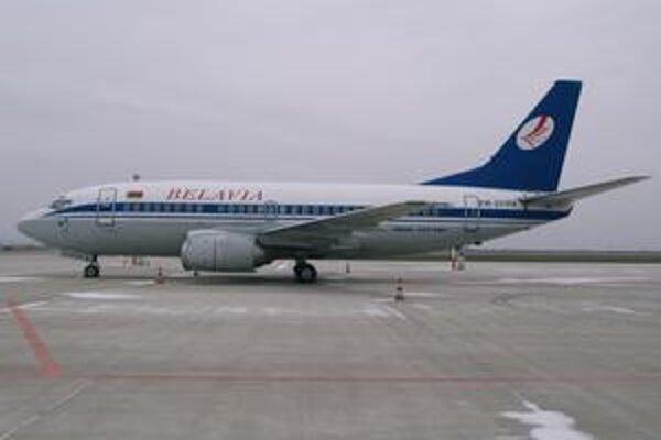 Lietadlo B737-5Q8 spoločnosti Belavia. Lietadlo priviezlo do Košíc hokejovú reprezentáciu Bieloruska.