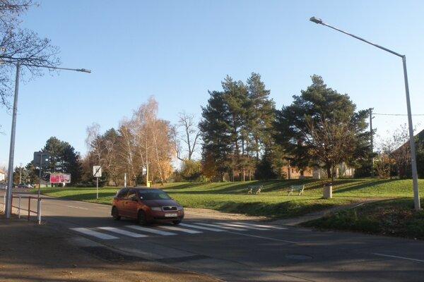 Lampy nad priechodom pribudli aj v blízkosti školy na Mariánskej ulici v Prievidzi.