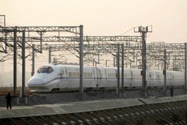 Expres Harmony. Expres Harmony prejde 1 100 km medzi mestami Wuhan a Guangzhou priemernou rýchlosťou 350 km/h.