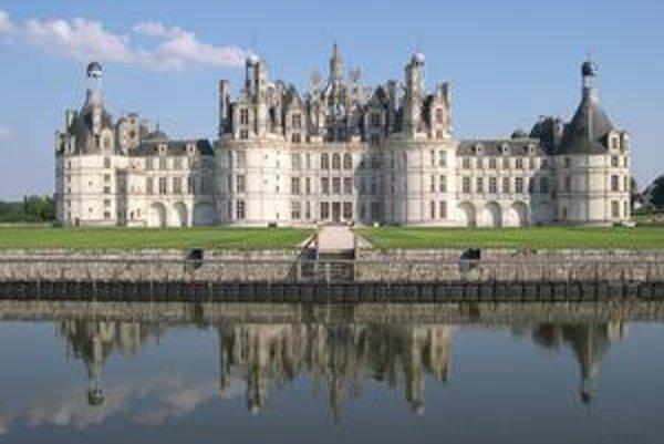 Zámok Chambord. Je to najväčší zámok v údolí rieky Loire.