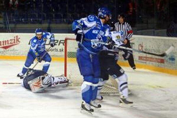 Opora, brankár Július Hudáček v sobotu svoj tím podržal.
