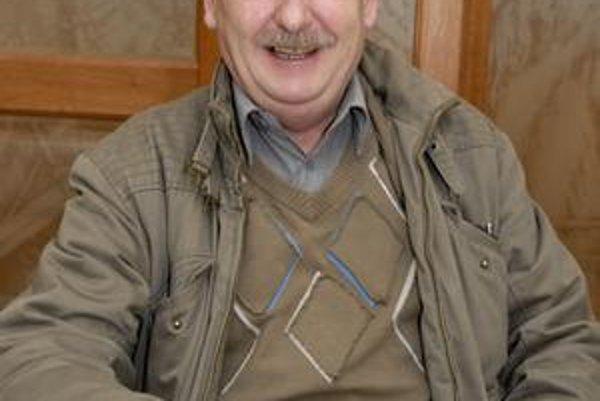 Usmievavý herec. Juraj Slezáček si získal veľkú popularitu vďaka úlohe profesora Emila Blichára.