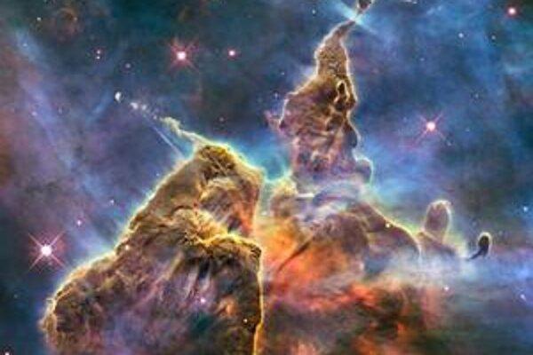 Snímka zhotovená teleskopom HST. Táto snímka, nazvaná Mystic mountain (mystická hora), zobrazuje rodisko hviezd v hmlovine Carina, vzdialenej od nás 7 500 svetelných rokov.