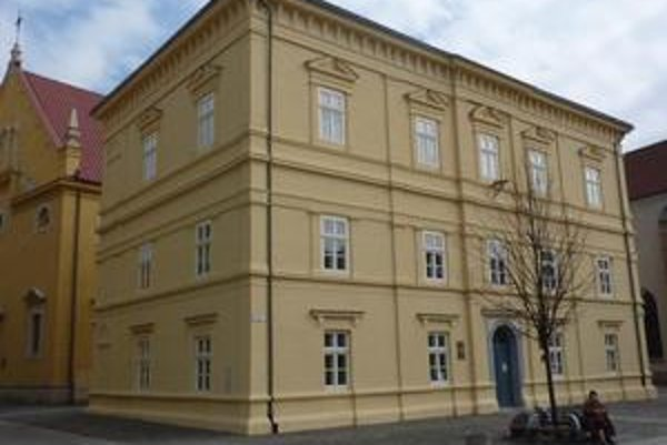 Bývalá škola na Hlavnej č. 139 po obnove v r. 2010.