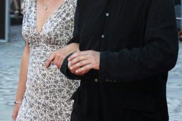 Ešte ideálny pár. Rozvedený dizajnér Bořek Šípek má s Leonou Machálkovou syna. Teraz je láske koniec a na verejnosti sa perie riadne špinavá bielizeň.