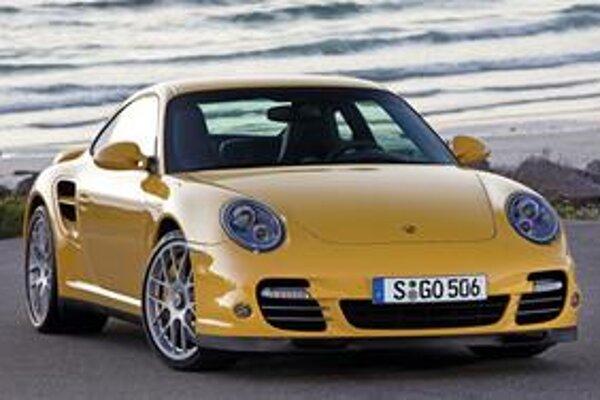 Kupé Porsche 911 Turbo.Poháňa ho nový 3,8-litrový šesťvalec.