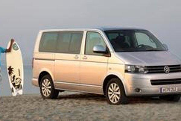 Inovovaný Volkswagen Multivan. Podstatne bola zmenená predná časť vozidla