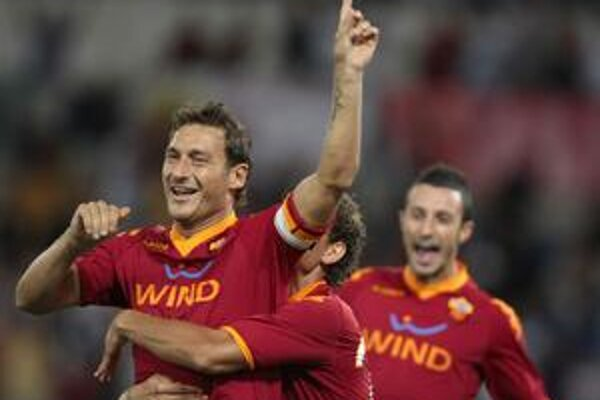 Hviezda. Totti dal tri góly a na tri prihral.