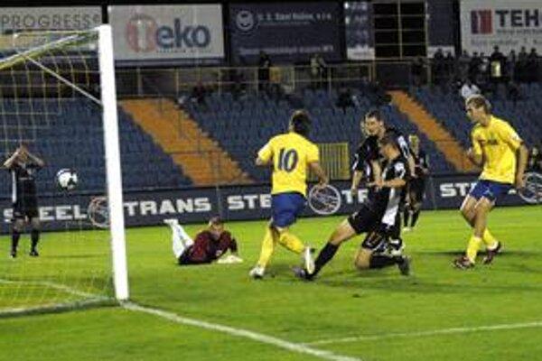 Tretí gól. Takto Milinkovič upravoval v prvom polčase na 3:0 pre Košice.