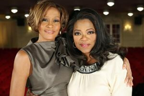 S Oprah Winfrey. Speváèka premárnila roky drogami, teraz si obèas chlipne alkoholu. Aj tak vyzerá stále k svetu.