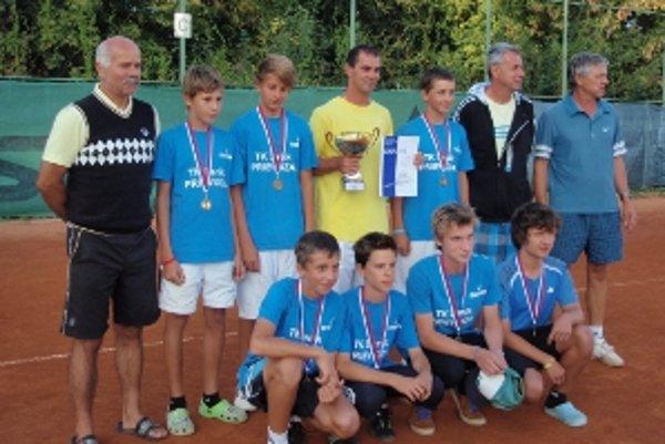 Zľava hore: František Vrták (predseda TK Baník Prievidza), Pavol Habšuda, Adrián Kočiš, Martin Ryšavý (kapitán a tréner), Tomáš Liška, Karol Koberling (rozhodca), Peter Kulich (tréner), dole zľava: Alex Mokrý, Samuel Grman, Peter Kmec, Adam Richter.