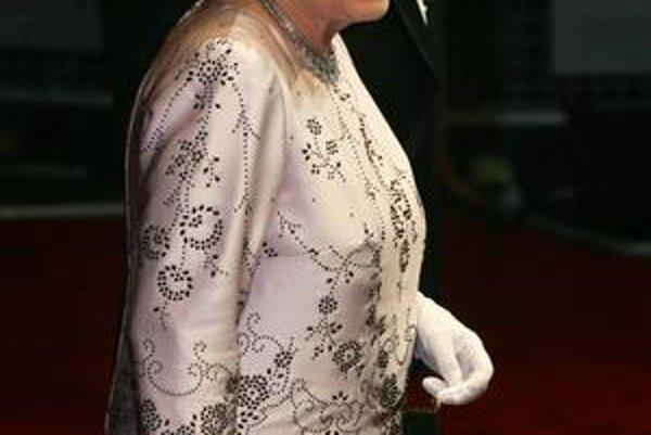 Vo výbornej forme. Kráľovná Alžbeta II. aj v 83 rokoch stále pracuje.