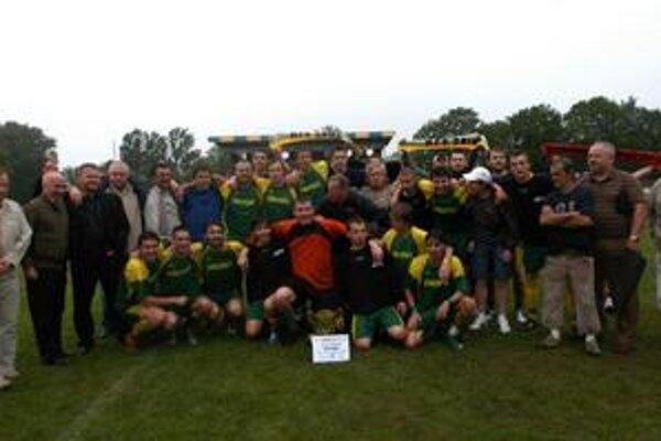 Víťaz. Futbalisti Sniny sa stali držiteľmi regionálneho pohára v tomto roku.