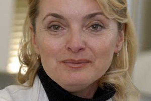 Temperamentná východniarka. Eva Pavlíková bola doteraz zvyknutá na rýchle životné tempo, teraz sa učí vychutnať si pokoj.