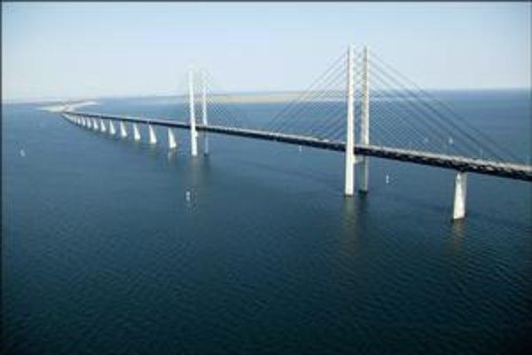 Most cez úžinu  Öresund. Je to najdlhší most medzi dvomi krajinami.
