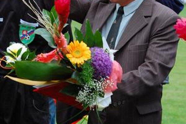 Jubilant. J. Sándor mal cez víkend množstvo gratulantov. Najväčšiu radosť mu urobili jeho chlapci.