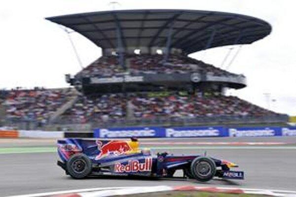 Víťaz M. Webber na trati v Nürburgringu.