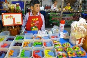 Jedlo je v Thajsku na každom kroku, v pouličných stánkoch sa môžete najesť v ktorúkoľvek hodinu.