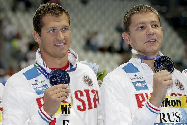 Ruskí plavci Nikita Lobincev (vľavo) a Vladimir Morozov môžu štartovať na olympijských hrách.
