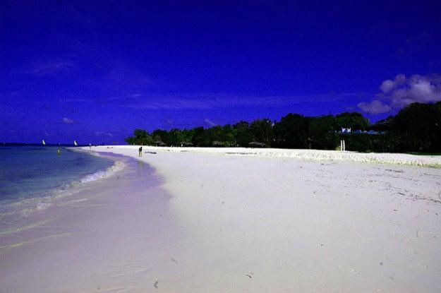 Pláž Guardalavaca na Kube.