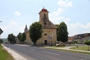 Kostol vHuncovciach. Veriaci si prešli dlhou cestou, kým sa vňom vobci mohli modliť.