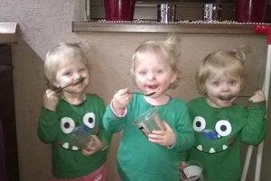 Tri šibalky dajú rodičom poriadne zabrať.