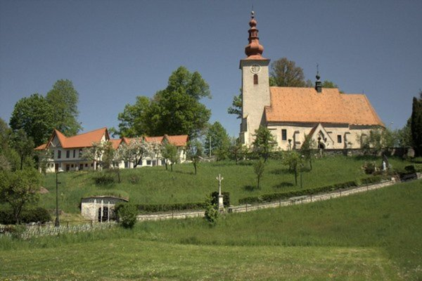 Pútnické miesto. Kostol sv. Vojtecha na gaboltovskom kopci.